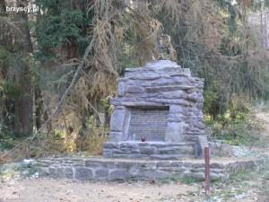 Pomnik pamięci partyzantów na Przełęczy Malinowe